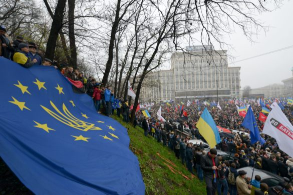 Ukrainians holding an EU flag during a pro-EU rally: Photo courtesy of Ivan Bandura through Creative Commons